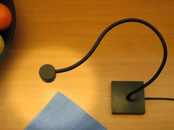 leeslamp met flexibel en vierkante voet, met schakelaar voor op bureau
